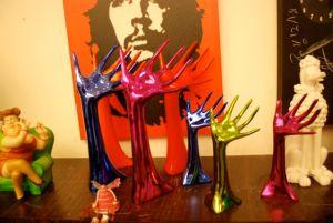 Colorful hands by Galerie Vanlian