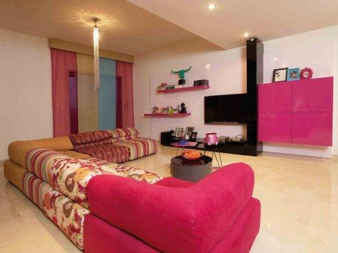 Pink living room by Galerie Vanlian, Envy Interiors, Vick Vanlian