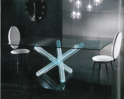 Transeo 72 Rettangolare: Dining table with base in craquelé glass, designed by Tulczinsky
