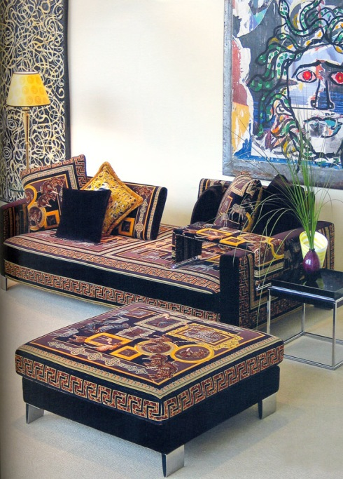 Jaipur Sofa by Versace: Rich fabric prints, original design, precious details in a splendid crescendo of décor.