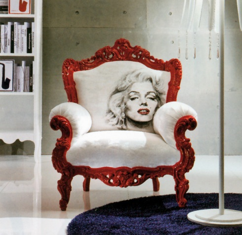 Marilyn: Baroque style armchair with a trendy extravagant twist. Can be customized with your own picture.