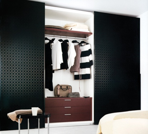 Diana: Three door sliding wardrobe designed and produced by Vanlian.
