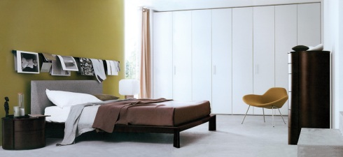 Petra Bed: Upholstered in fabric, night tables in oak wood and white lacquered finish.