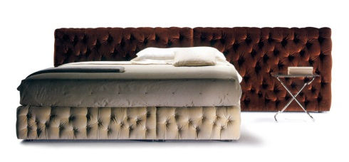 Puerla: Double bed with asymmetrical design with different color headboard and footboard.